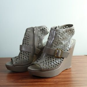 SBICCA - Tan & Gold Wedges